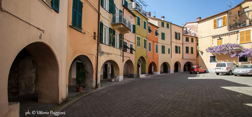Varese_Ligure_il_Borgo_rotondo